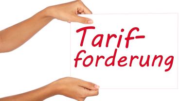 Schild mit Tarifforderungen