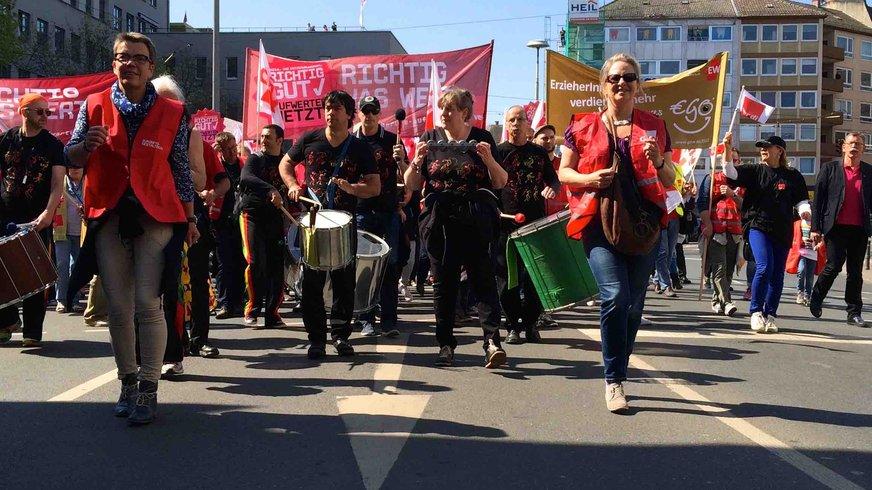 An der Spitze der Demo in Mainz