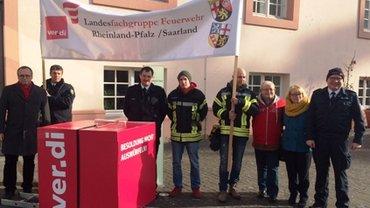 Gruppenbild Feuerwehr und Polizei