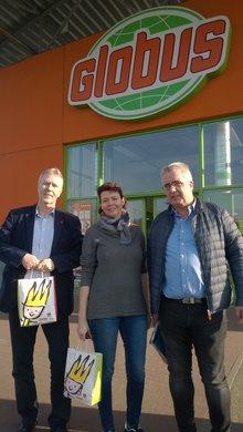 Bild von Gewerkschaftern vor dem Globus Markt Kaiserslautern