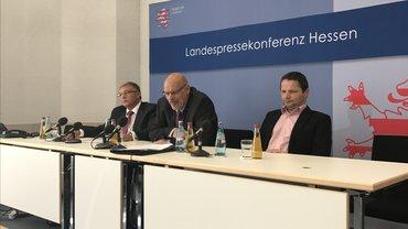 das Podium in der Landespressekonferenz