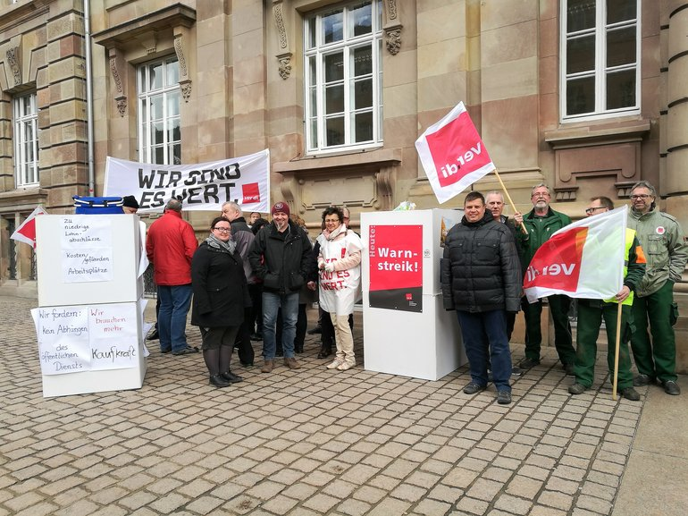Am Internationalen Frauentag vor dem Stadthaus in Speyer
