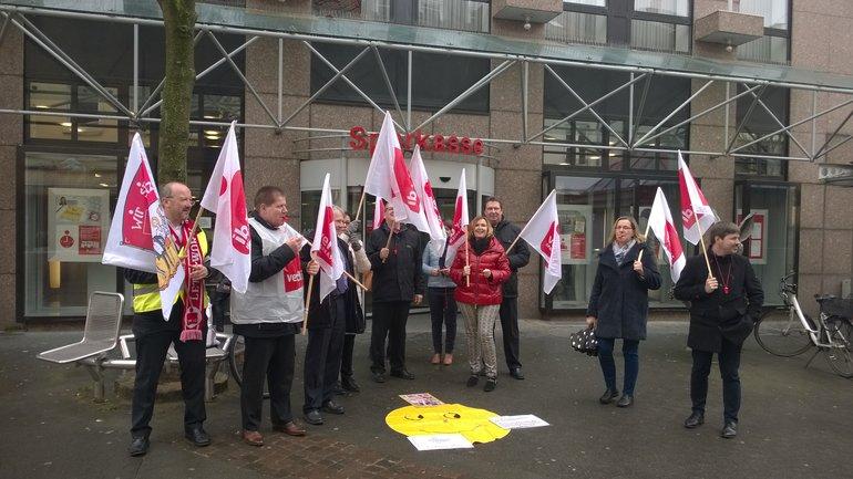 Kolleginnen und Kollegen der Sparkasse in Frankenthal bei der aktiven Mittagspause am 9. März