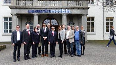 Gruppenfoto des Betriebsbesuchs bei der Universitätsmedizin der Johannes Gutenberg-Universität in Mainz
