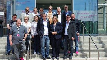 Gruppenfoto mit Anke Rehlinger, Andreas Wiese, Michael Blug und den Akteurinnen und Akteuren der Telekom