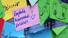 Demo vor der Diakonie in Berlin: Tür auf für Tarifverträge