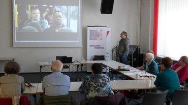 Hans-Jürgen Ladinek, Kriminalhauptkommissar a.D. und Argumentationstrainer aus Frankenthal, informierte über Methoden, mit denen Diskussionsteilnehmer  aktiv Gesprächsszenen gestalten können.