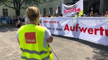 Protestversammlung am Haupteingang am 19.6.19