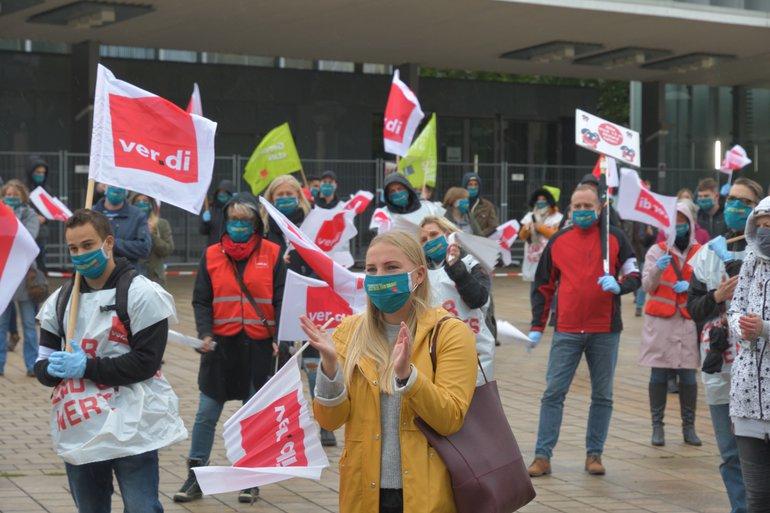 Streikende der BA in Saarbrücken