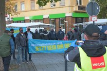 Streikende vor Rathaus Völklingen
