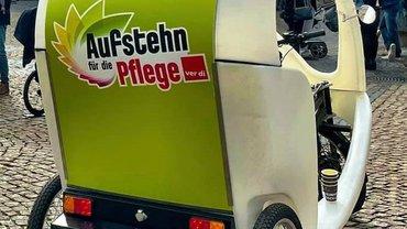 Rikscha in  Mainz wirbt für den Pflegeaufstand