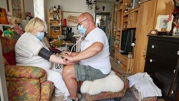 Es ist nie zu spät – 57-Jähriger in der Auszubildung zur Altenpflegekraft in einer Seniorenwohnanlage