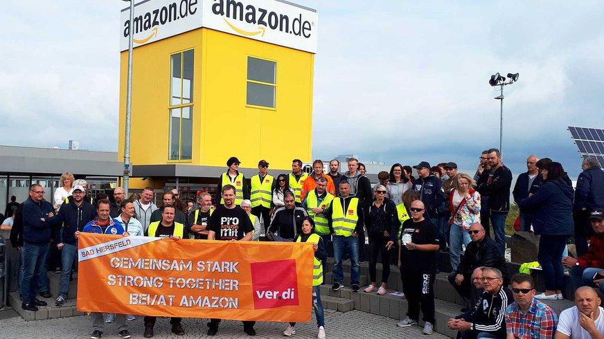 Stimmungsbild Streikende vor Amazon Bad Hersfeld