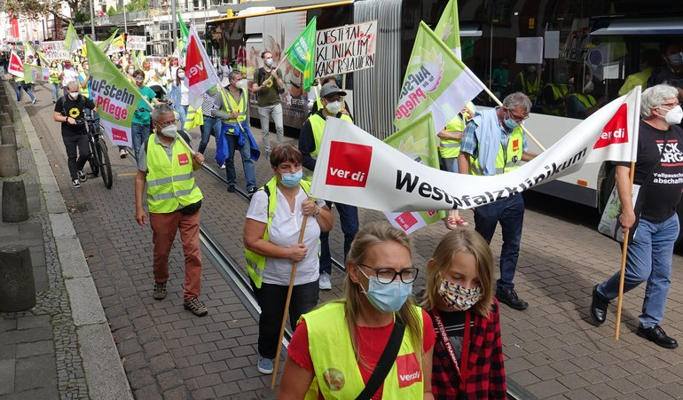 Kolleg*innen des Westpfalzklinikums auf der Pflegedemo am 11.9.21 in Mainz